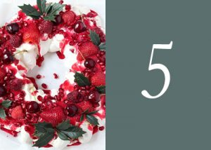 Berry christmas pavlova